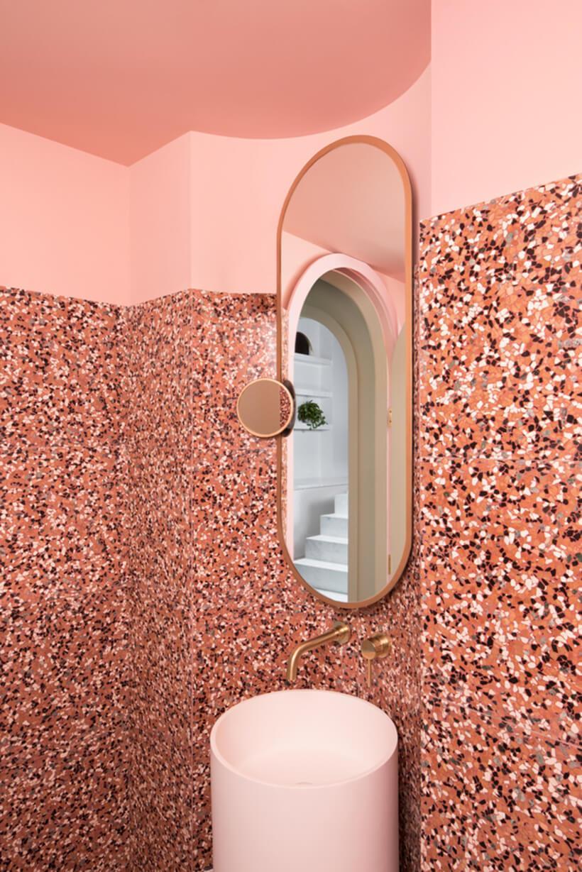 banheiro em rosa do budapest café