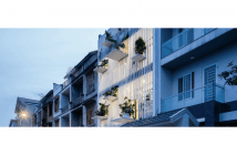 casa no vietnã construida para ter luz natural e com muito verde