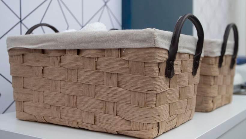 cesto usado para organizar materiais de limpeza no santa ajuda