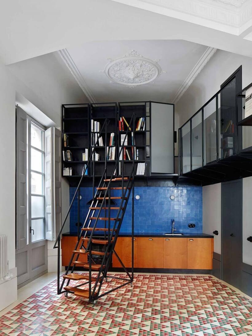 revestimento de piso colorido em home office