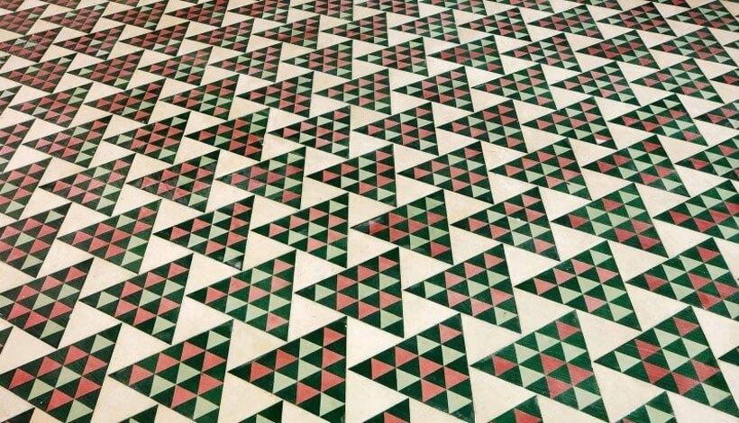 acabamento e estampa de piso de revestimento verde geométrico no chão