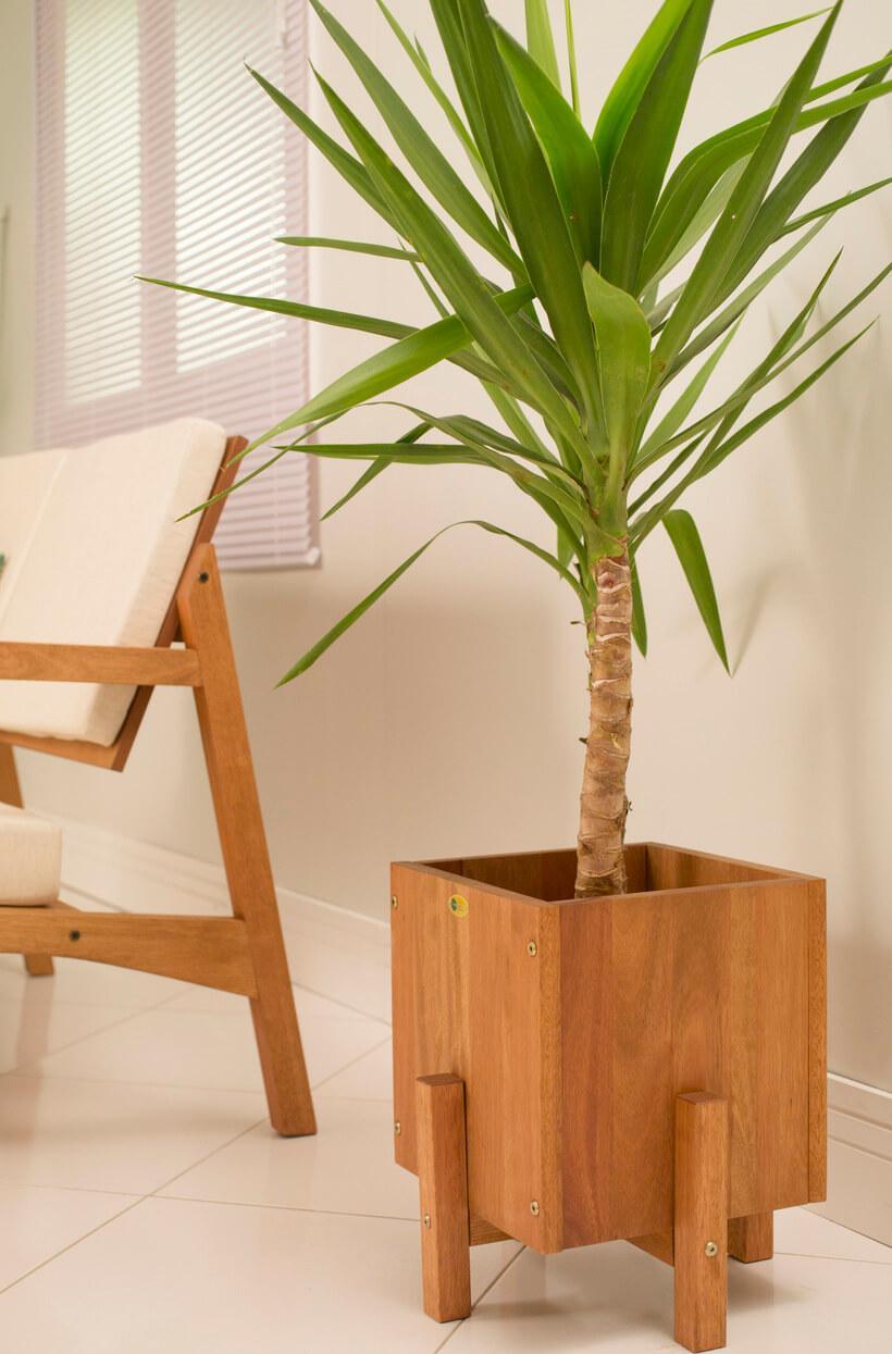 cachepo de madeira para plantas