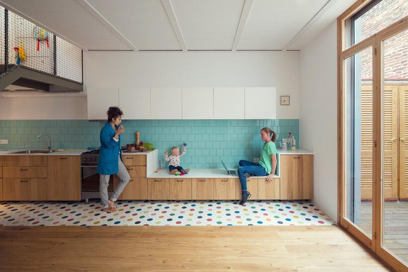 cozinha com faixa de revestimento rende aos balcxaões