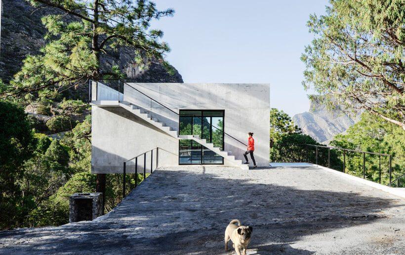 casa pequena no mexico a beira de depressao de montanhas