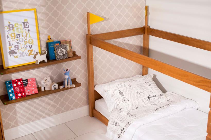 quarto montessoriano com decoração clara