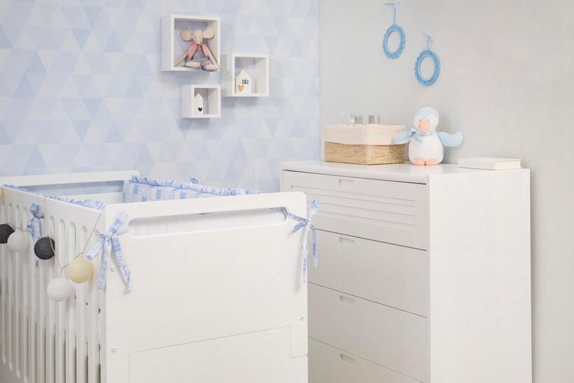 quarto de bebê com decoração clean e minimalista