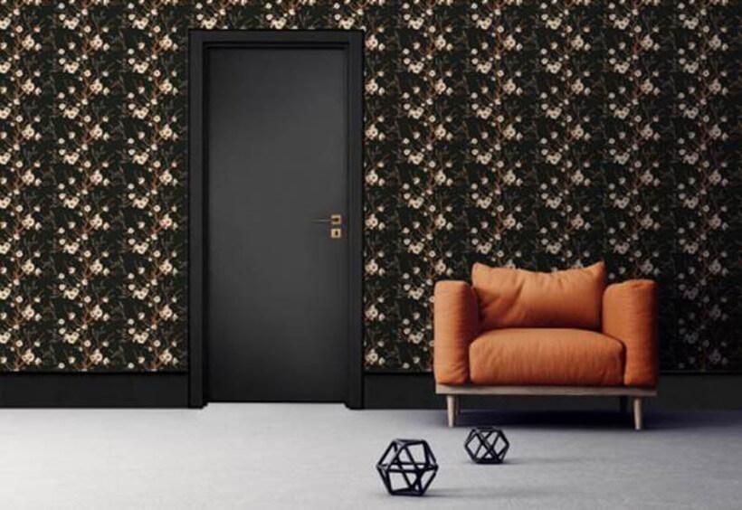 Porta interna e batentes pretos, da Pormade