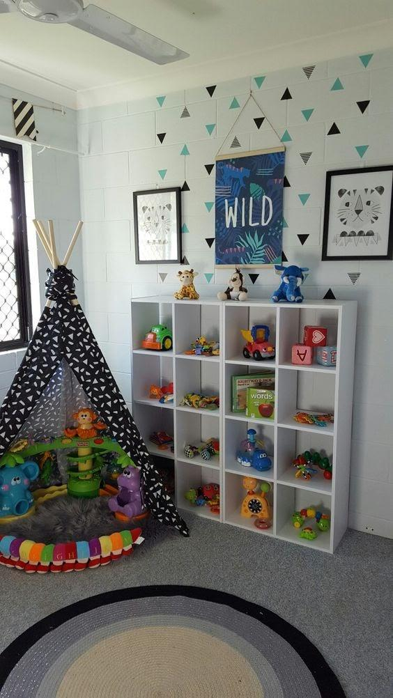 Estante para organizar brinquedos e livros de quarto de menino