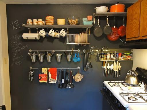 cozinha dos sonhos com utensílios na parede