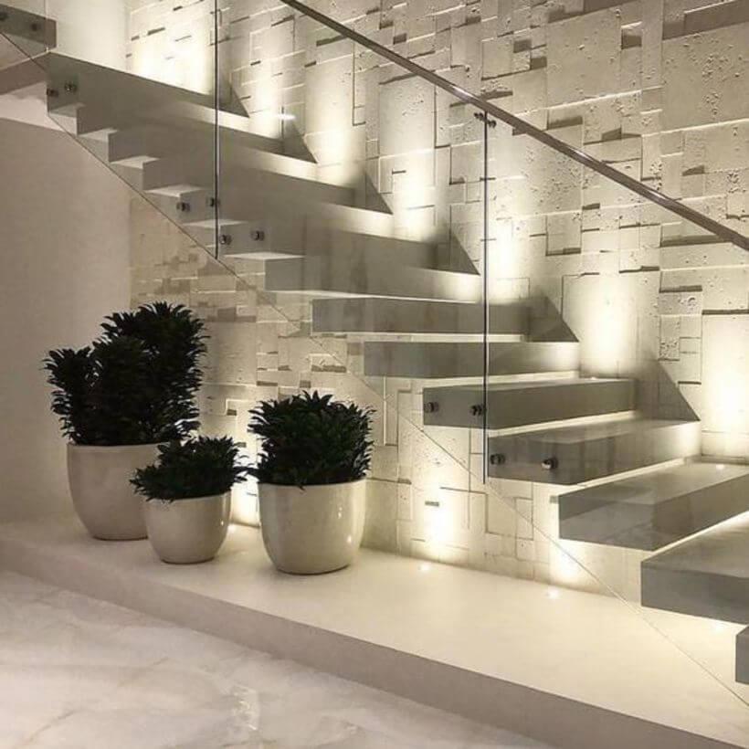 Urban jungle em casa embaixo das escadas.