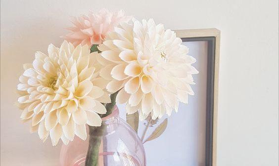 10 formas de decorar com flores de papel crepom